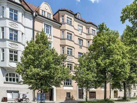 Jugendstil-Beletage mit Altbau-Details und zwei Balkonen