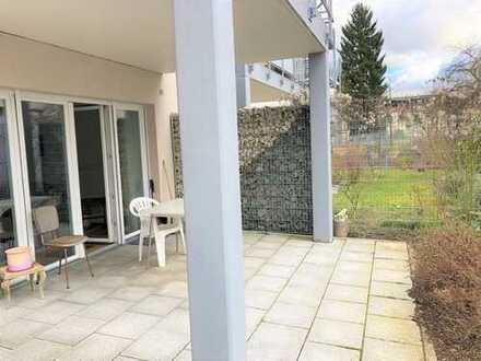 Moderne Wohnung mit Küche und kleinem Garten