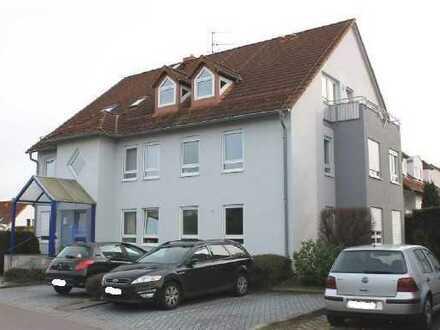 Vollständig renovierte 3,5-Raum-DG-Wohnung mit 2 Balkonen und Einbauküche in Belgershain/ Threna