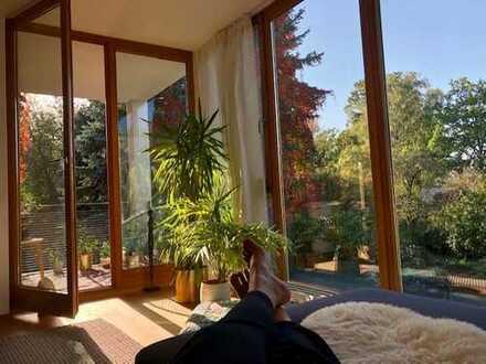 Exklusive, geräumige und neuwertige 3-Zimmer-Wohnung mit Balkon und EBK in Frankfurt