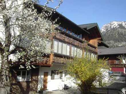 Erstbezug nach Sanierung: attraktive 4-Zimmer-Wohnung mit Balkon in Oberstdorf