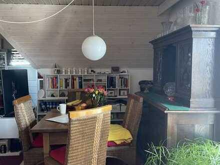 Charmante 2,5-Zi.-Maisonette-Wohnung mit Balkon und TG-Stellplatz in zentraler Lage von Nebringen