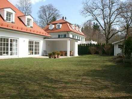 Grünwald, excl. freistehende Villa mit Sprossenfenstern und offenem Kamin