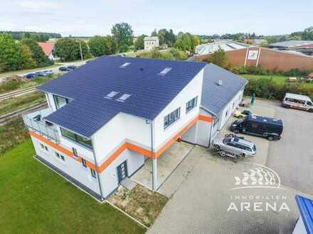 Wohnen u. Arbeiten in idyllischer Ortsrandlage! Große Halle, vielseitig nutzbar & modernes Wohnen!