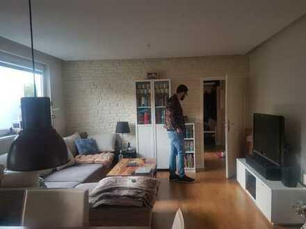 Stilvolle 2,5-Zimmer-Wohnung mit Balkon und Einbauküche in Wilmersdorf, Berlin ab Mitte Juni!