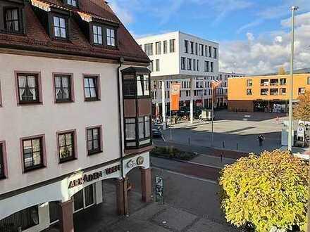 Stilvolle, geräumige und gepflegte 1-Zimmer-Wohnung mit Balkon und Einbauküche in Kelkheim (Taunus)