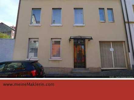 1 - 3 Familienhaus mit Garagenhof - mitten in Wehringhausen!