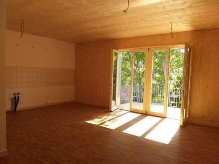 Schicke, helle 4-Zimmer-Wohnung im Gartenhaus - Erstbezug mit Einbauküche und Balkon