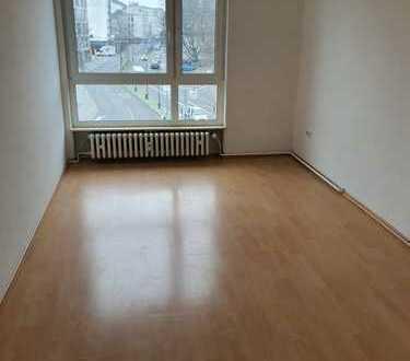 Vollständig renovierte 4-Zimmer-Wohnung mit Balkon und EBK in Kassel