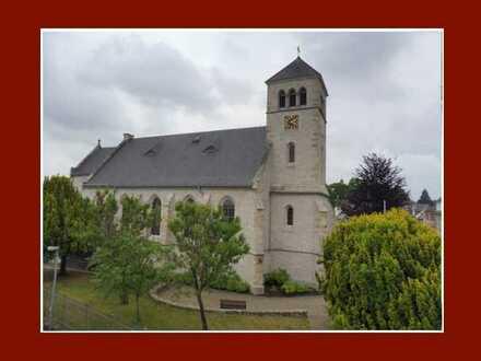 Großzügige DG-Maisonette mit 2 Bädern, Einbauküche, Balkon & Kirchenblick in kleiner Wohneinheit!!