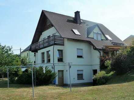 Tolles Zweifamilienhaus mit großem Grundstück in idyllischer Wohnlage