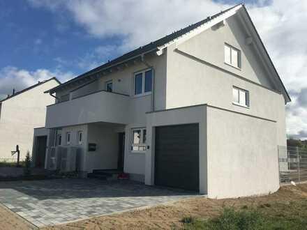 Attraktive Neubau DHH mit kleinem Garten in ruhiger Wohnlage in Sankt Leon-Rot