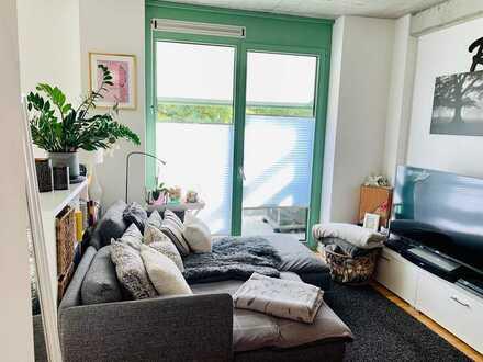 1-Zimmer-DG-Wohnung mit Balkon und EBK in TOP-Lage