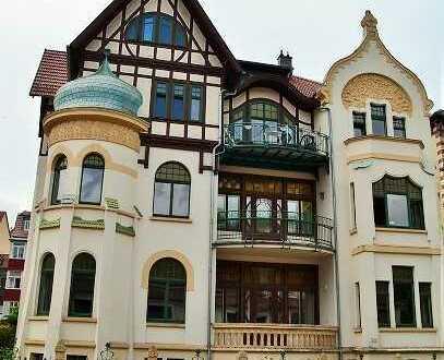 Große edle 4-Raumwohnung mit Balkon und stilvollem Bad zu vermieten
