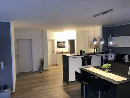 Luxuriöse und neuwertige 2-Zimmer-Wohnung inkl. Balkon/ EBK / Keller/ teilmöbliert in Freudenberg