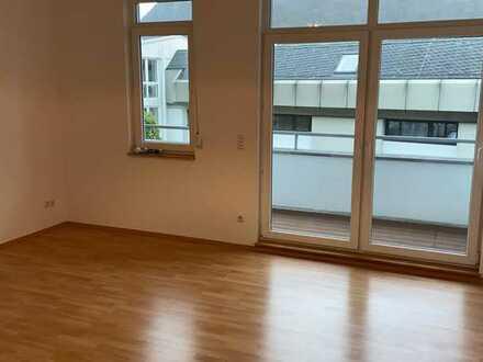 Renoviertes 1-Zimmer-Appartement mit großer Loggia in Bad Kreuznach