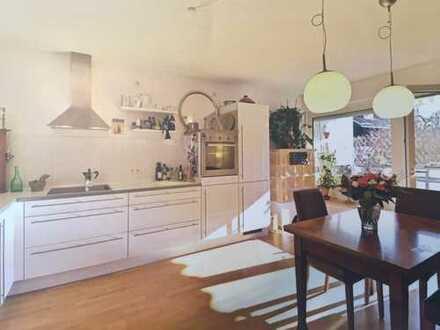 2-Zimmer Wohnung in Solln mit SW-Balkon, Kamin und Gartenanteil