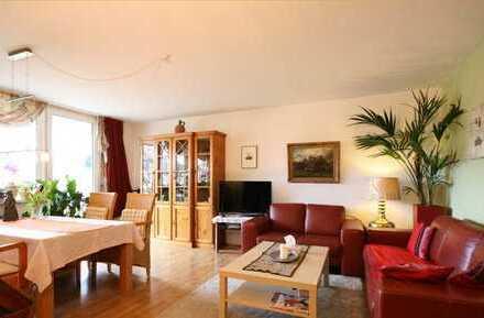 Freundliche 2-Zimmer-Wohnung mit Balkon und EBK in Frechen