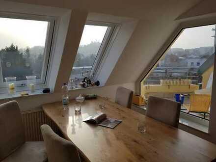 TOP 4-Zimmer-Dachgeschosswohnung mit 2 Balkone und Einbauküche in Werder (Havel)