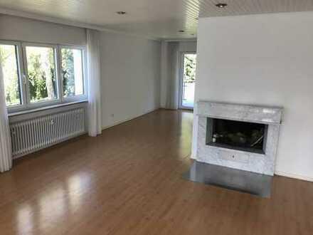 Exklusive, gepflegte 5-Zimmer-Wohnung mit Balkon und EBK in Frankfurt am Main