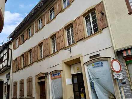 Wohn-und Geschäftshaus im Herzen Meisenheims mit Nebengebäude und Grundstück