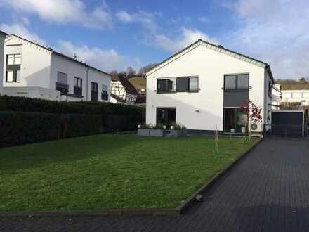 Wachtberg, großzügiges freistehendes Einfamilienwohnhaus mit Garage, Carport, EBK