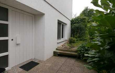 Ruhige, geräumige und gepflegte 1-Zimmer-Wohnung mit Terrasse in Sindelfingen