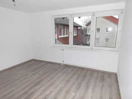 !!!! NEU Renoviert !!!! Laminat !!! NEU !!! 2-Zimmer Küche Bad Balkon !! Erstbezug nach Renovierung