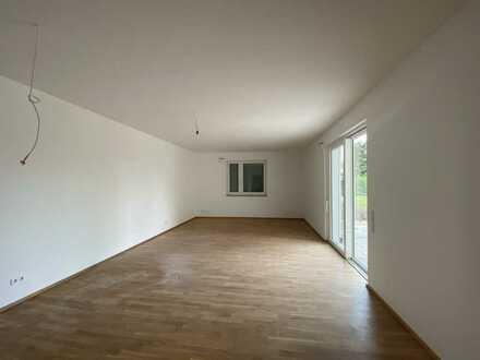 Tolle Neubau-Wohnung mit Garten - helle Räume - gute Anbindung nach München - TG-Stellplätze