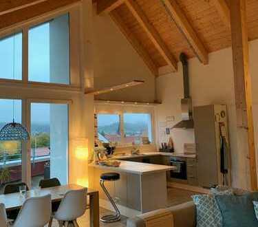 Moderne 3,5-Zimmer-Dachgeschosswohnung mit Dachterrasse und EBK in Kleinengstingen