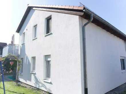 Helle 3-Zimmer-Dachgeschosswohnung mit Balkon und Garage in Welzheim