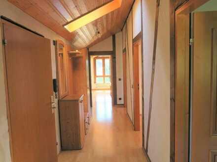 Attraktive 4 Zimmer DG-Wohnung auf dem Schafhof