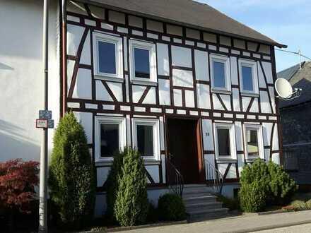 Erstbezug nach Sanierung: schönes 6-Zi-Fachwerkhaus zur Miete in Peterswald