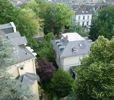 LIVING IN THE CITY / Individuelle Dachgeschoss-Maisonette in 'Art-Nouveau-Villa'