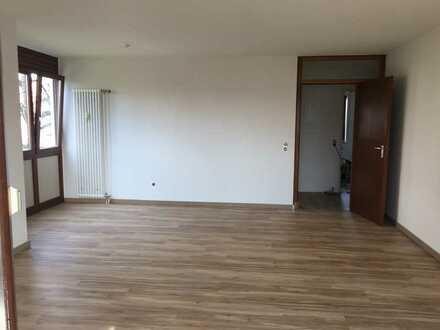 2 Zimmer Wohnung mit TG Stellplatz und Balkon, frisch gestrichen