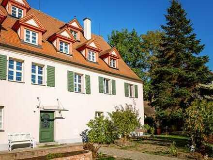PROVISIONSFREI: Komplette Etage in historischem, saniertem Mehrfamilienhaus