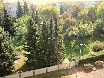 Sehr schöne 2-Zim. WE mit Balkon in sehr gepflegten Hochhaus in Langen!