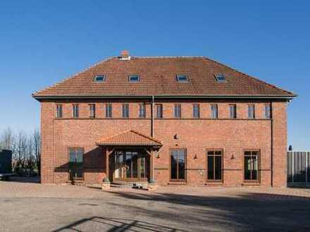 FÜR INDIVIDUALISTEN !!! Saniertes Fabrikgebäude mit geräumiger Halle auf 1.2 ha !!!