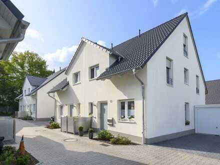 Neubau - schicke Doppelhaushälfte zur Miete in attraktiver Lage in Wiedenbrück!