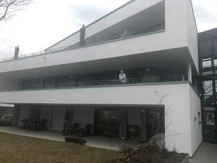 Exklusive, geräumige 3,5-Zimmer-Terrassenwohnung mit Balkon und EBK, Fellbach