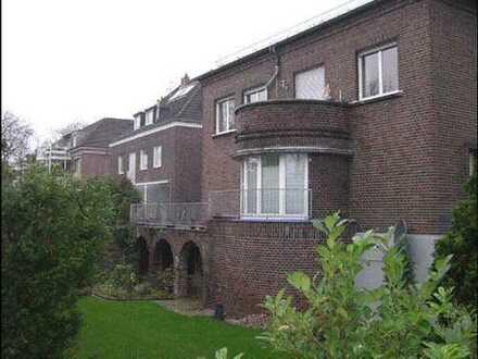 Stadtwald Wohnung mit Balkon und EBK