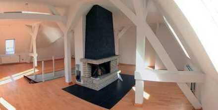 Altbau-Maisonette Wohnung mit Kamin, Stellplatz und Südbalkon | *BIS JUNI 2022*