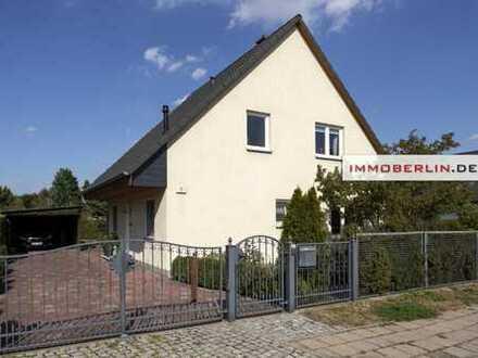IMMOBERLIN: Sehr attraktives Einfamilienhaus mit traumhaftem Garten
