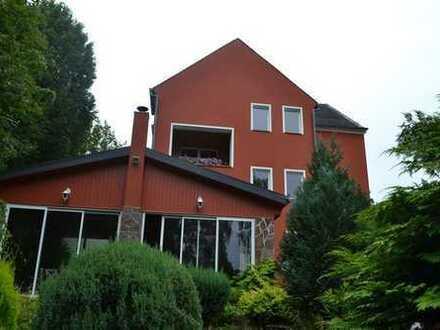Schönes villenähnliches Wohnhaus mit Wintergarten und Einliegerwohnung