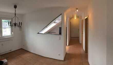 Erstbezug nach Sanierung mit EBK: schöne 3-Zimmer-Dachgeschosswohnung in Dortmund