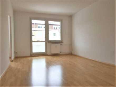 *** Wohnen in Top Lage - Dreiraumwohnung mit PKW Stellplatz***