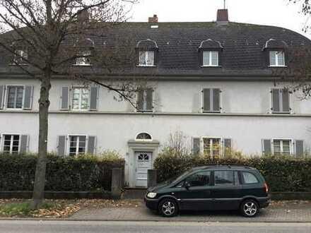 Schöne 4-Zimmer-Wohnung mit Balkon und Einbauküche in Wiesbaden Erbenheim