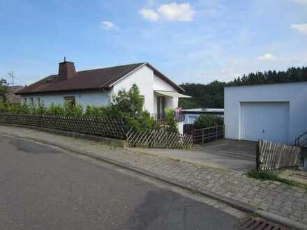 Freistehendes 1-Fhs mit großem Garten, Garage, Sonnenterrasse und EBK in Bad Schwalbach-OT