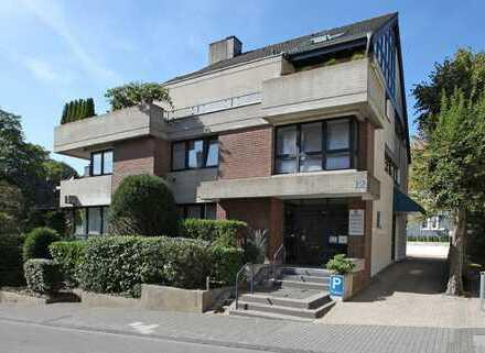 Wohntraum! Außergewöhnliche 5-Zimmer-Penthauswohnung mit großer Dachterrasse + 3 Garagen in Bestlage