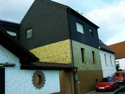 Kerzenheim großzügiges Ein-Fam.-Haus, gepflegt, Hoffläche, Garage, Carport
